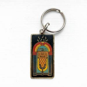 Vintage metal & enamel music jukebox keychain